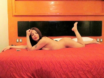 SOY ANGIE UNA HERMOSA CHICA TRANSEXUAL COMPLACIENTE