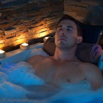 Ven disfruta del verdadero placer 0980526457 jacuzzi,sauna,masajes y mas....