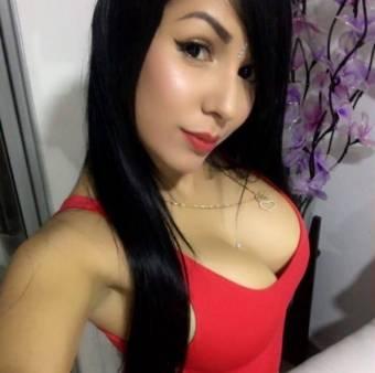 Bella señorita con cuerpo bello y natural
